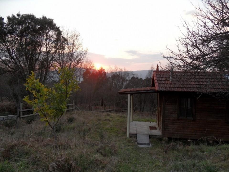 Anochecer sobre la cabaña